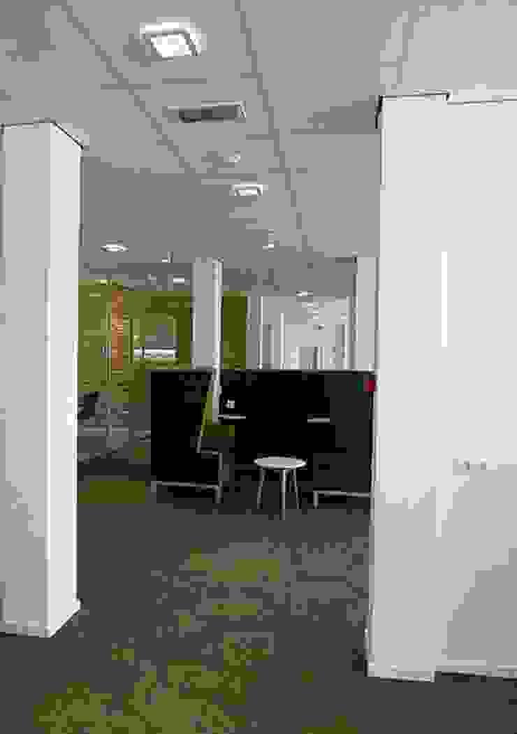 Ruimte voor informeel overleg of ontspanning: modern  door Jan Detz Interieurarchitect, Modern