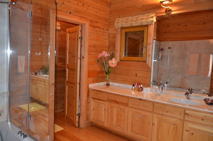 Rustic style bathrooms by RUSTICASA Rustic Solid Wood Multicolored