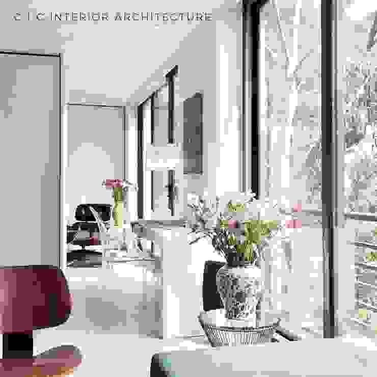 C | C INTERIOR ARCHITECTURE Estudios y despachos de estilo moderno