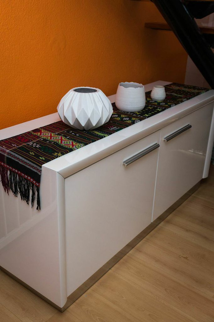 Being Bold : eclectic  by Indoni Interiors , Eclectic MDF