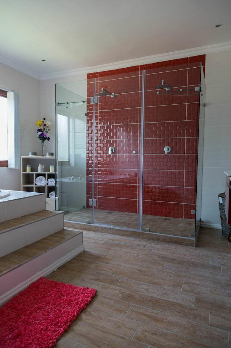 Being Bold : eclectic  by Indoni Interiors , Eclectic Tiles