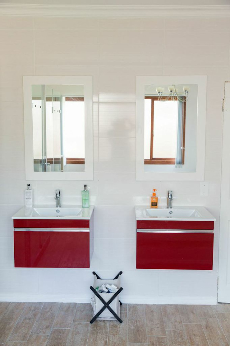 Being Bold Eclectic style bathroom by Indoni Interiors Eclectic Tiles