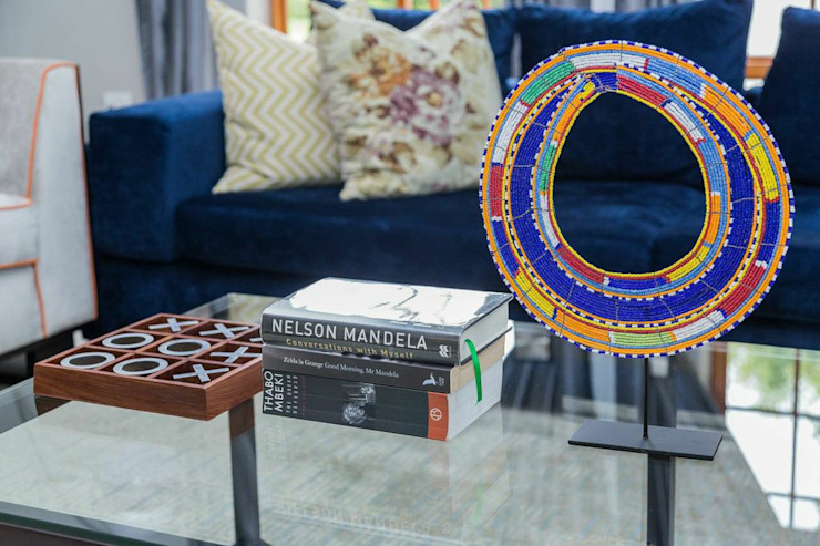 Contemporary meets African accents : modern  by Indoni Interiors , Modern Textile Amber/Gold