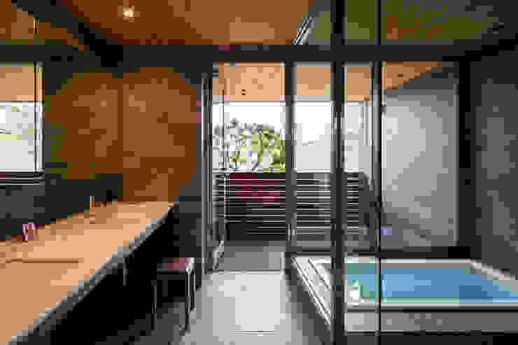 北アルプスを望むバスルーム 藤松建築設計室 モダンスタイルの お風呂