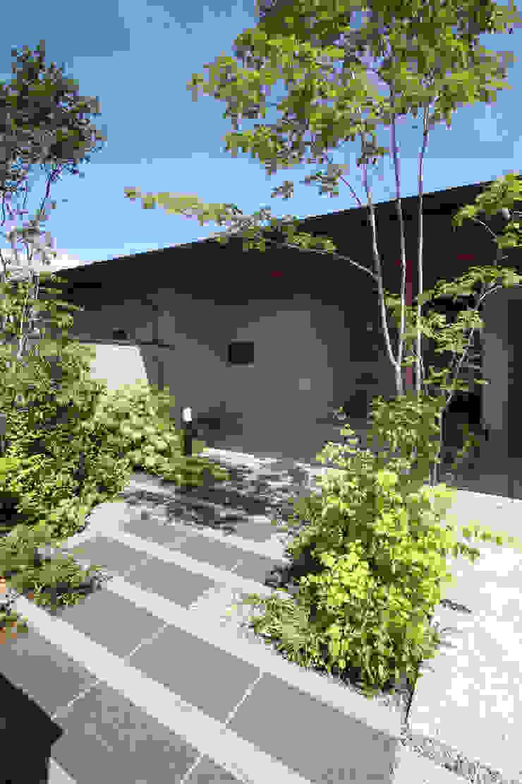 玄関アプローチ 藤松建築設計室 モダンな 家 花崗岩