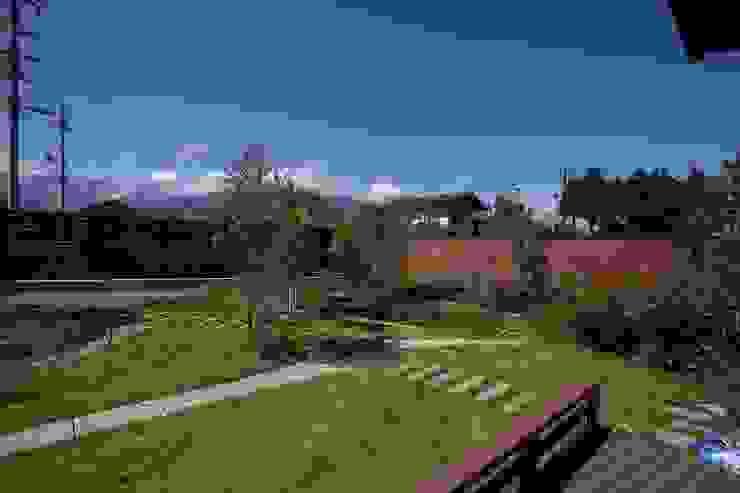 北アルプスを望むプライベートガーデン 藤松建築設計室 モダンな庭