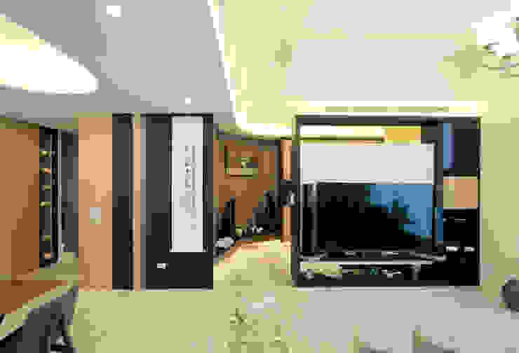 收藏家私宅 现代客厅設計點子、靈感 & 圖片 根據 DIANTHUS 康乃馨室內設計 現代風