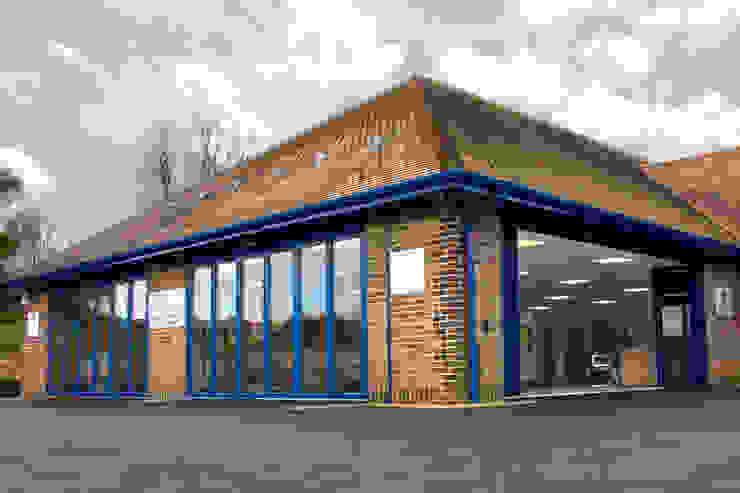 Puertas Plegables de Aluminio para gran entrada de un concesionario (exterior) de AIRCLOS Moderno Aluminio/Cinc