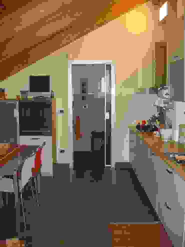 Appartamento A+M Cucina moderna di ArchitetturaTerapia® Moderno