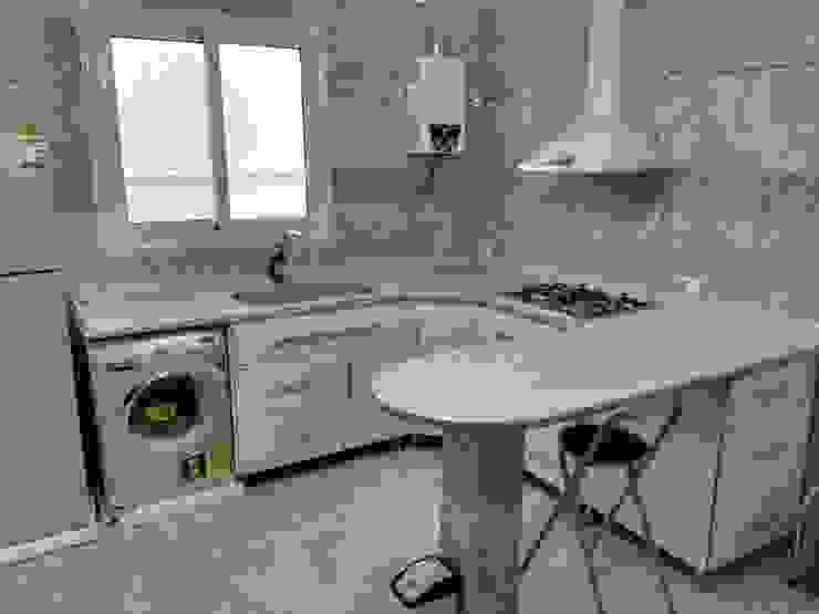 مطبخ بالاجهزة من TRK Architecture حداثي ألمنيوم/ زنك