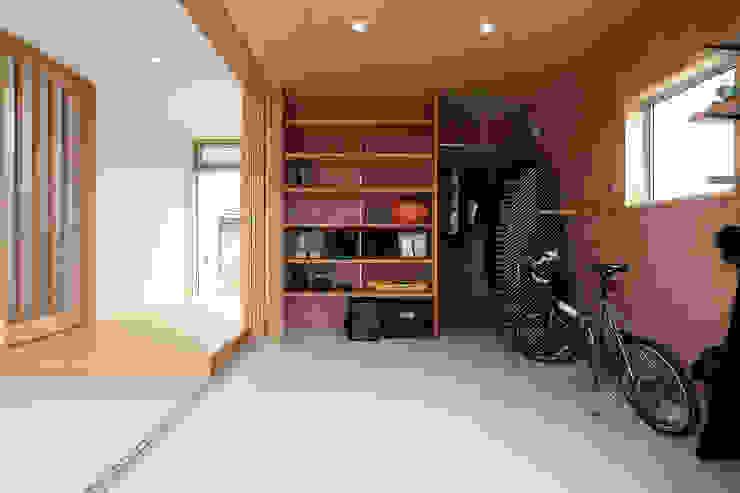 de TEKTON | テクトン建築設計事務所 Ecléctico Madera Acabado en madera