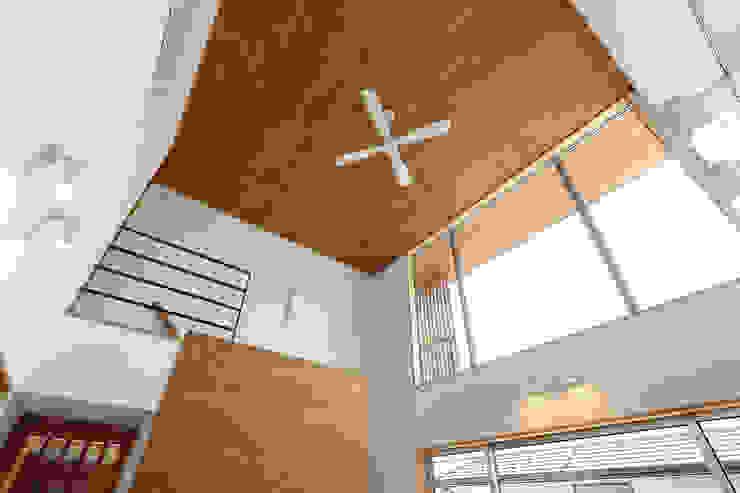 Puertas y ventanas de estilo ecléctico de TEKTON | テクトン建築設計事務所 Ecléctico