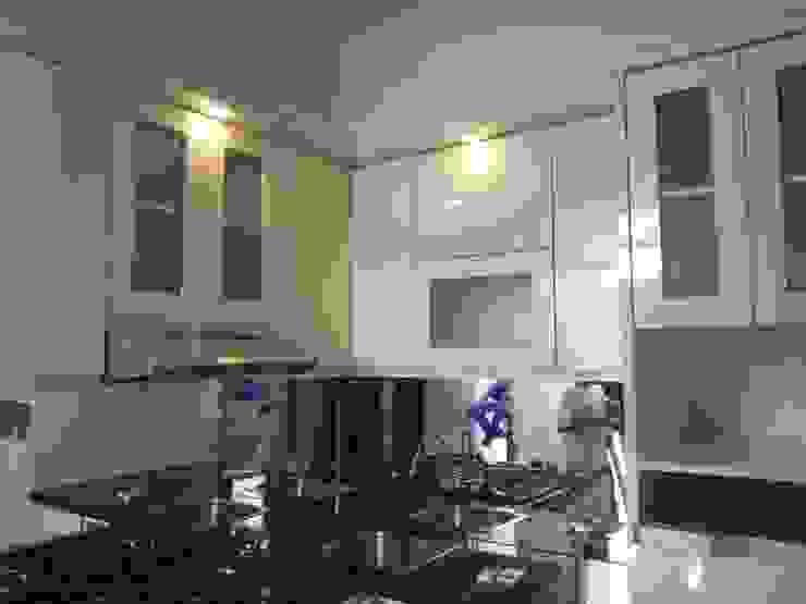 Kitchen Set Permata Jingga Malang:modern  oleh  the OWL, Modern