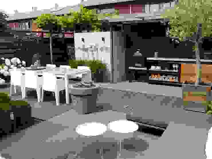 Achtertuin Moderne tuinen van Biesot Modern