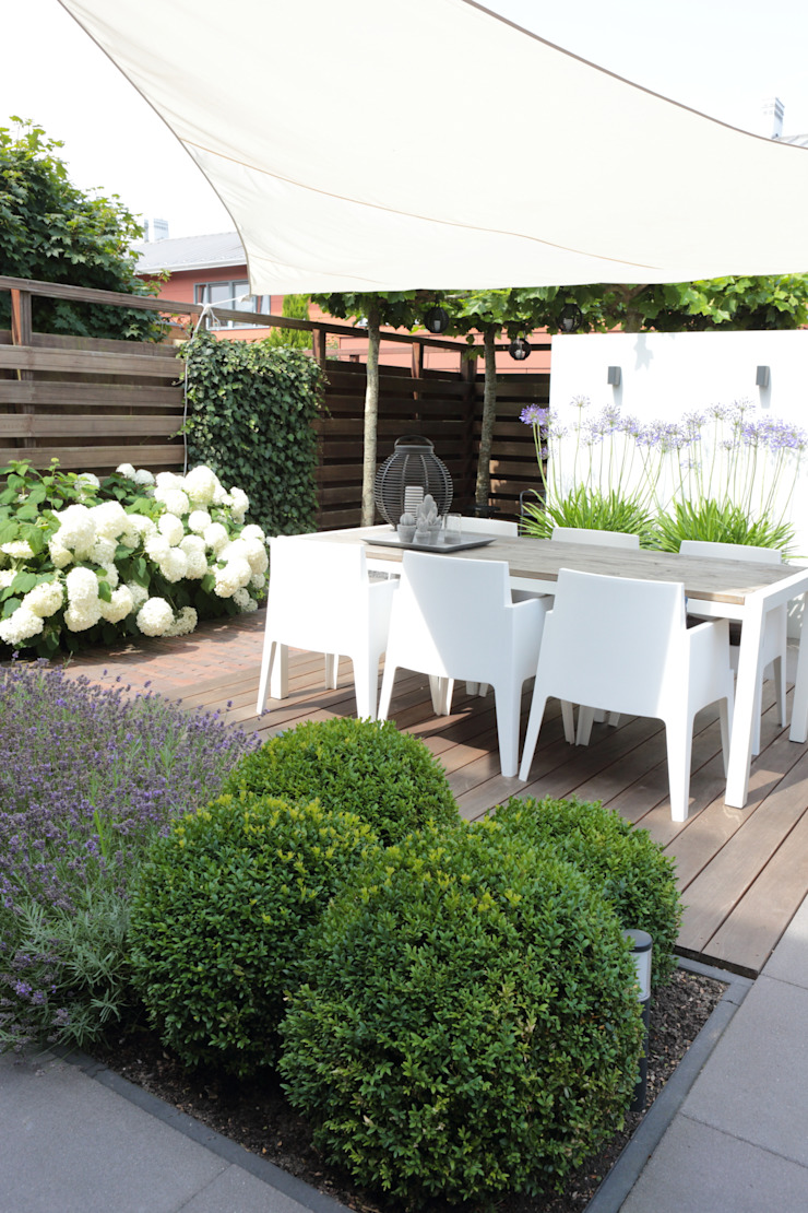 Composiet terras Moderne balkons, veranda's en terrassen van Biesot Modern