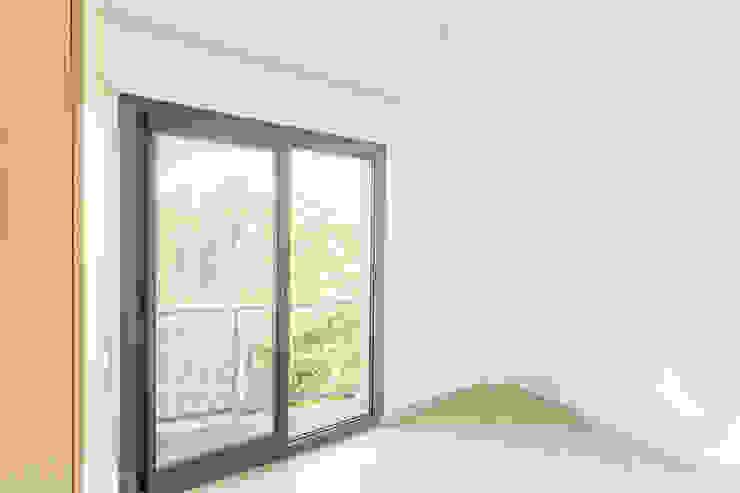 Egeli Proje – Bİrinci Oda:  tarz PVC pencereler,