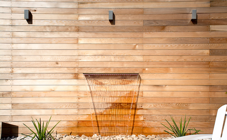 Water feature Modern Garden by Robert Hughes Garden Design Modern