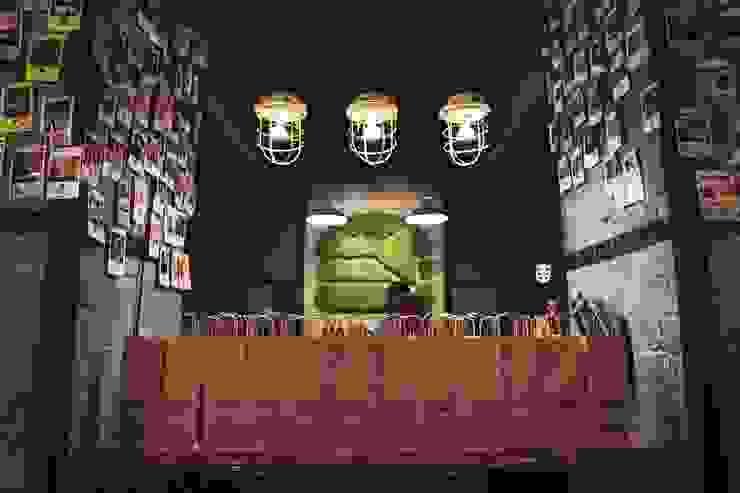 Green logo—Varburger bar, Dniproperivsk, Ukraine Modern Conservatory by Moss Trend Modern