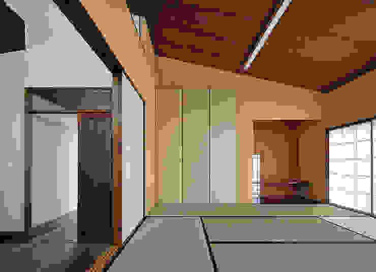 Ruang Media Modern Oleh デザイン・ラボ 一級建築士事務所 Modern
