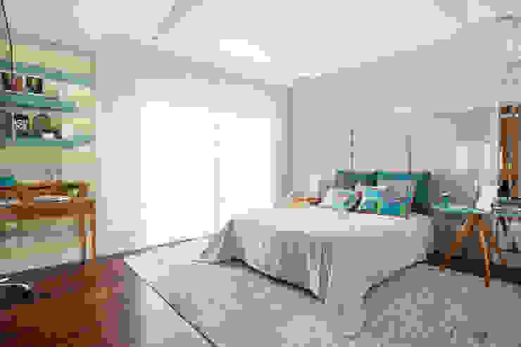 Modern Bedroom by andrea carla dinelli arquitetura Modern