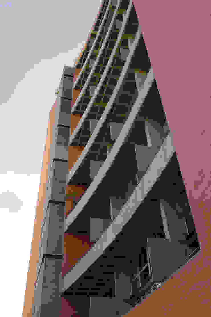 Nowoczesne domy od ARQUITECTOS URBANISTAS A+U Nowoczesny