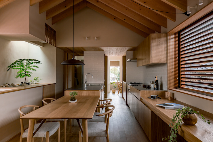 Modern dining room by HEARTH ARCHITECTS/ハース建築設計事務所 Modern