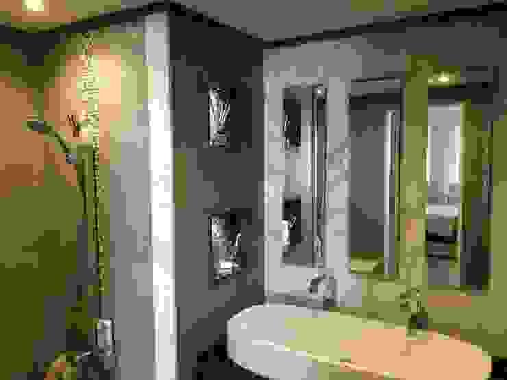 حمام غرفة النوم الماستر :  حمام تنفيذ Quattro designs ,
