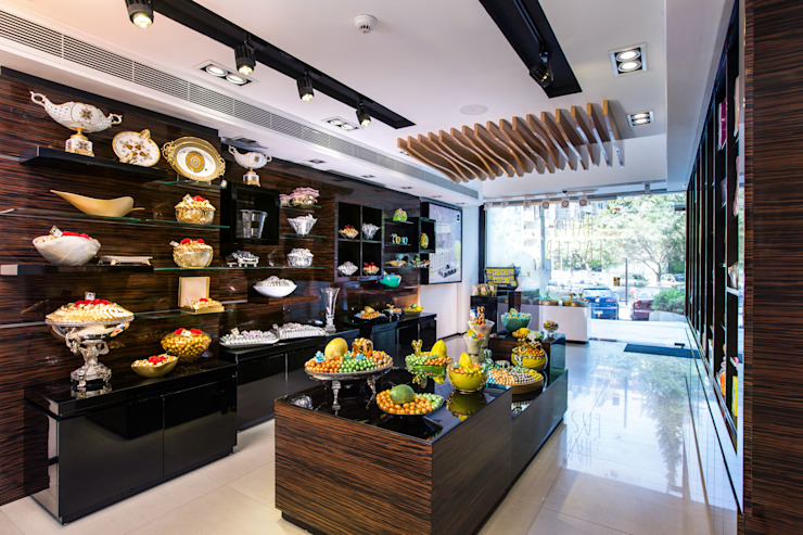 Patchi - Bierut St. Helipolis Store by Mazura Modern Solid Wood Multicolored