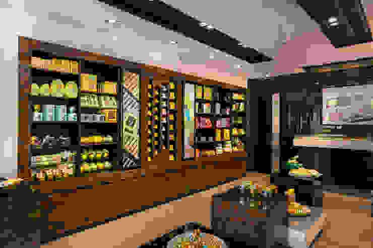 Patchi - Zamalek Store by Mazura Modern Solid Wood Multicolored