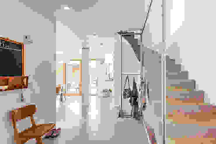 Koridor & Tangga Modern Oleh Architekturbüro Schaub Modern
