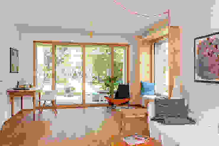 Ruang Keluarga Modern Oleh Architekturbüro Schaub Modern