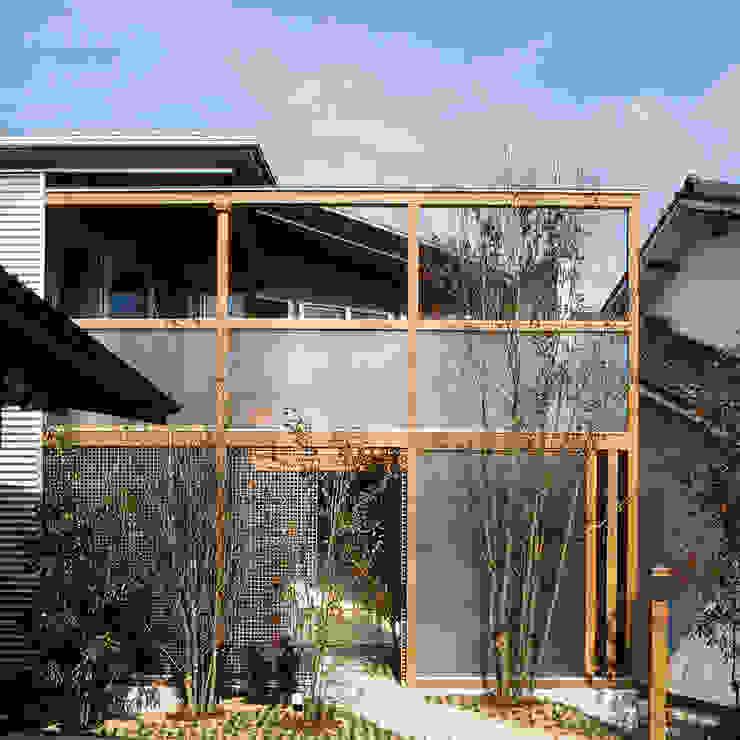 南アプローチ 外観 モダンな 家 の 竹内建築設計事務所 モダン