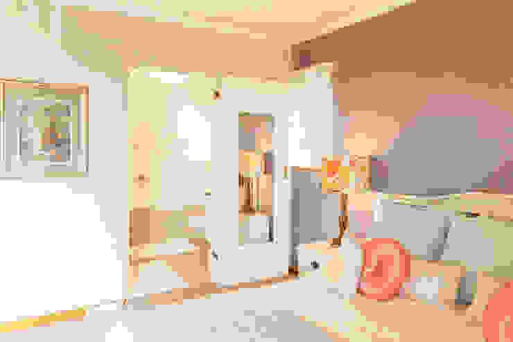 House Brooks. Dormitorios modernos: Ideas, imágenes y decoración de Redesign Interiors Moderno
