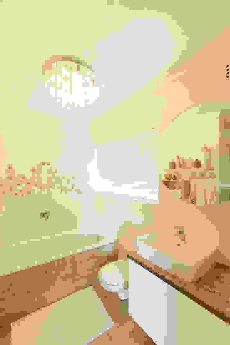 House Brooks. Baños modernos de Redesign Interiors Moderno