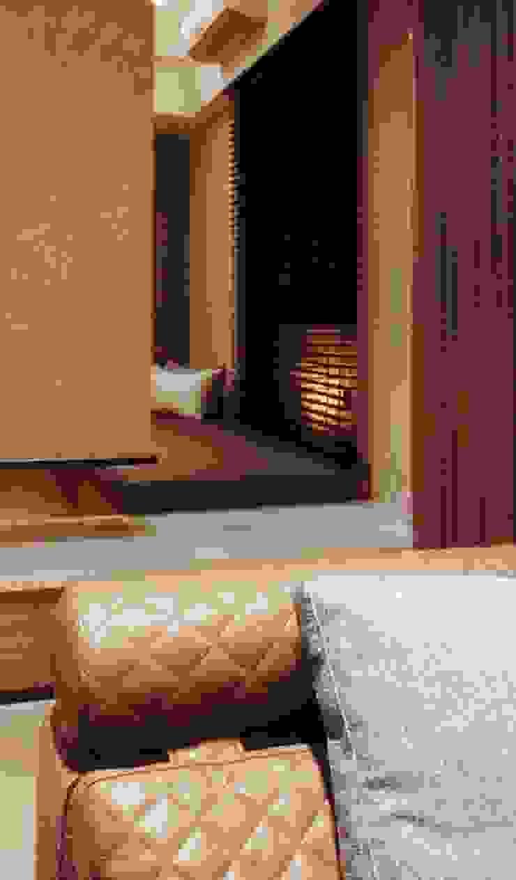 透 现代客厅設計點子、靈感 & 圖片 根據 見和空間設計 現代風
