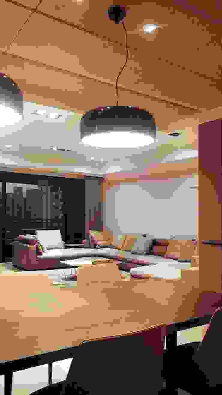連結 現代廚房設計點子、靈感&圖片 根據 見和空間設計 現代風
