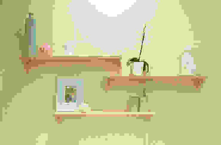 House Ramchurran :  Bathroom by Redesign Interiors, Modern