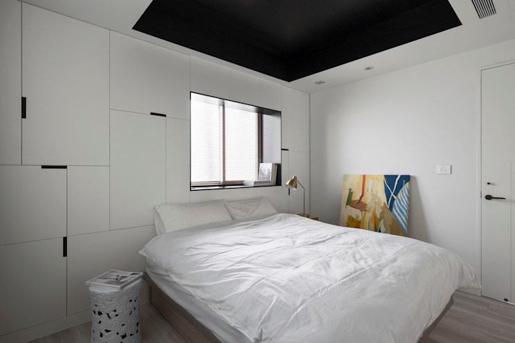 Minimalist bedroom by Studio In2 深活生活設計 Minimalist