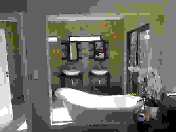 Honeydew Modern bathroom by A Fox Construction SA Pty Ltd Modern Bricks