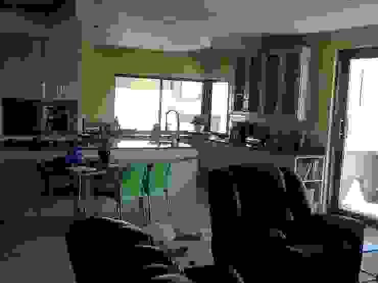 Honeydew Modern dining room by A Fox Construction SA Pty Ltd Modern
