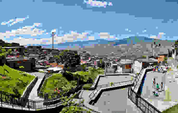 Intervención Urbano Integral Comuna Nororiental Medellin Jardines de estilo moderno de ARQUITECTOS URBANISTAS A+U Moderno
