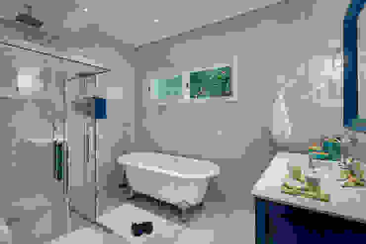 Banheiro azul Banheiros clássicos por ARQUITETA CLEUSADESOUZA Clássico Derivados de madeira Transparente