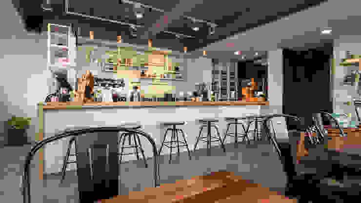 吧台全景 根據 見和空間設計 工業風 實木 Multicolored
