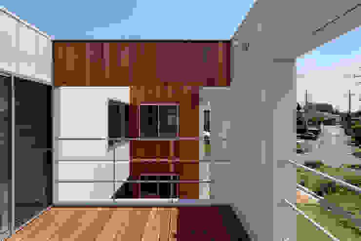 *studio LOOP 建築設計事務所 Modern balcony, veranda & terrace