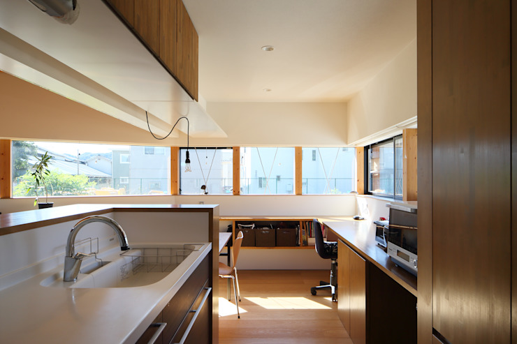 plug *studio LOOP 建築設計事務所 Modern kitchen