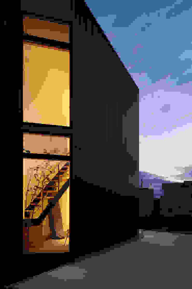 plug *studio LOOP 建築設計事務所 Дерев'яні будинки