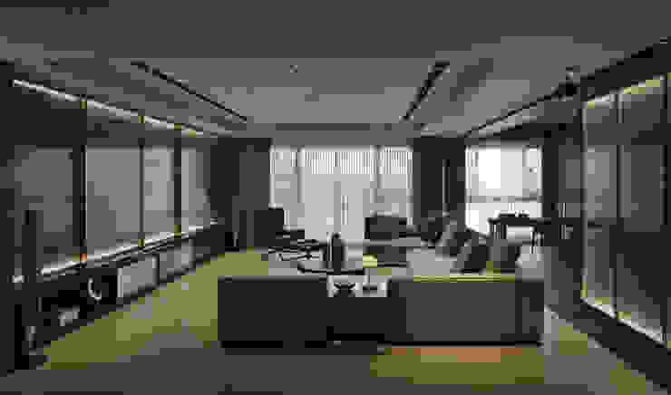 Soggiorno moderno di 相即設計室內裝修有限公司 Moderno