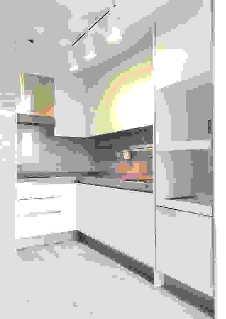 삼산 미래타운 2차 21PT 리모델링 모던스타일 주방 by 디자인고은 모던