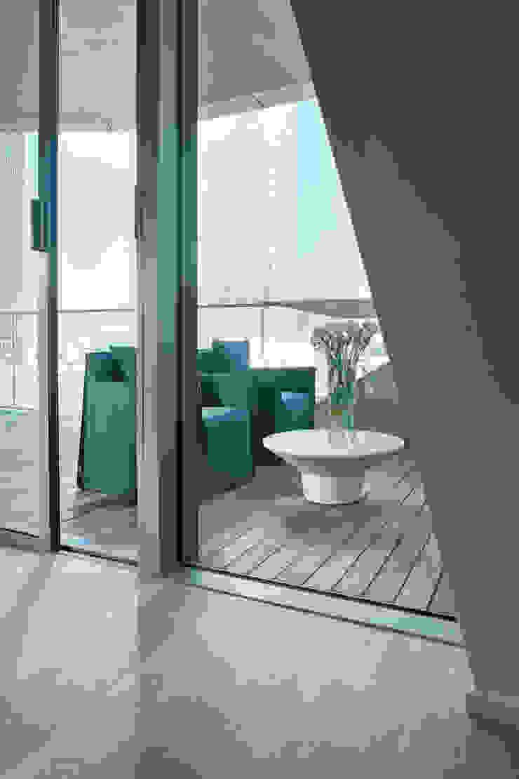 Apartment Citylife Milano Balcone, Veranda & Terrazza in stile moderno di PAOLO FRELLO & PARTNERS Moderno