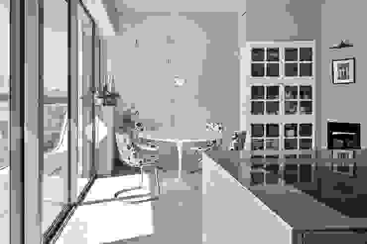 Apartment Citylife Milano Cucina moderna di PAOLO FRELLO & PARTNERS Moderno